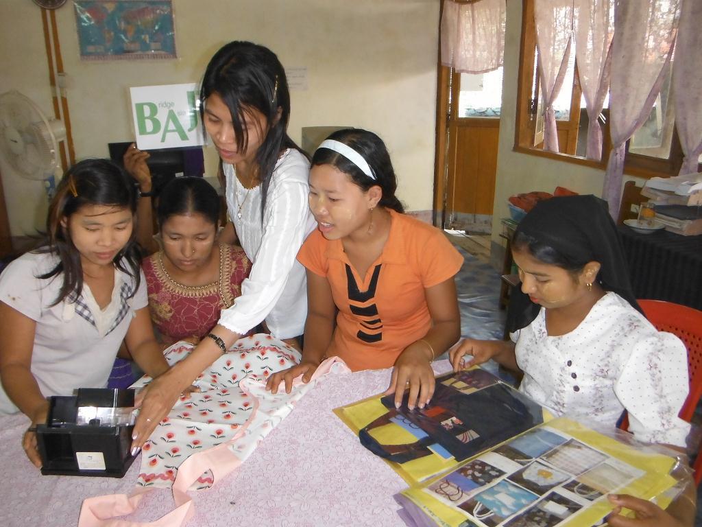 裁縫訓練用にすばらしい教材が届きました(写真1)