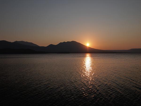 阿寒湖の夕陽