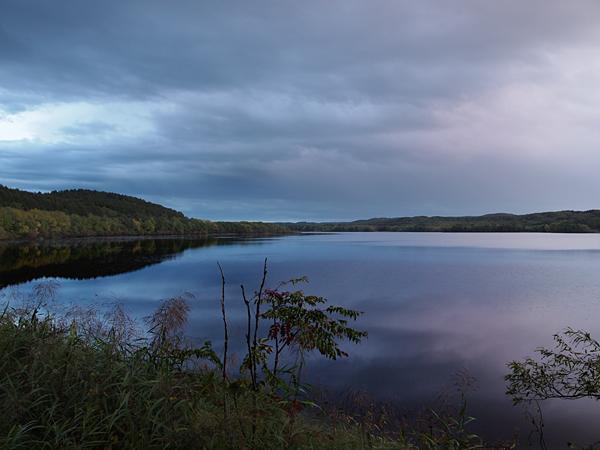 夕闇せまる塘路湖