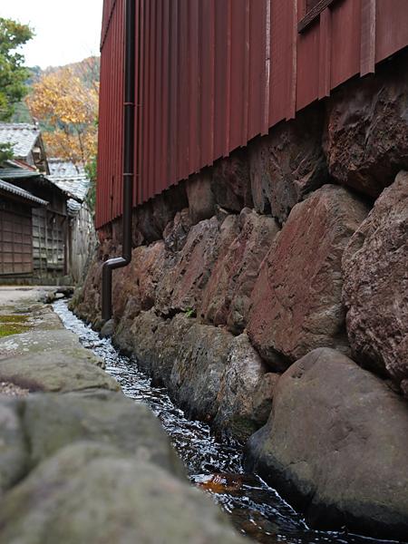 熊川宿の脇道の水路
