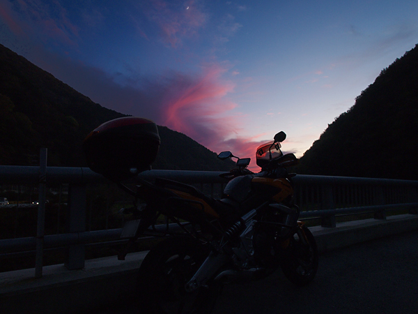 夕陽空とVersys