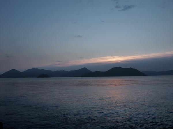 めばる港の朝日