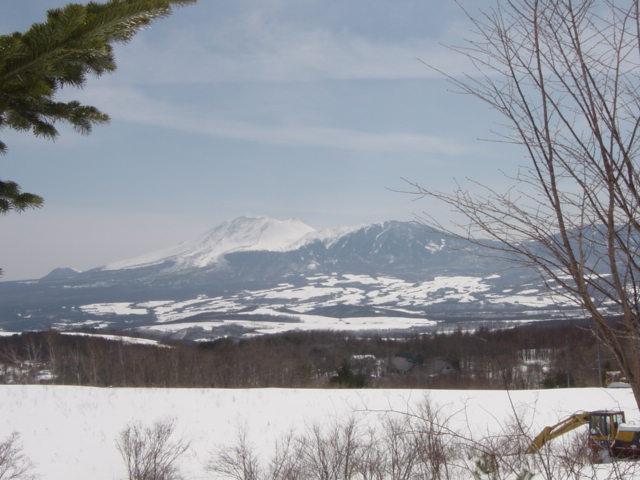 庭先よりの冬、浅間山