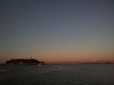 月と江ノ島と富士山