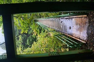 渓流のつり橋