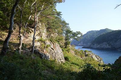 崖沿いの道
