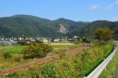 電車と、川と。