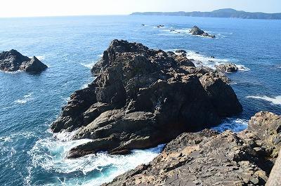 白波かぶる大岩