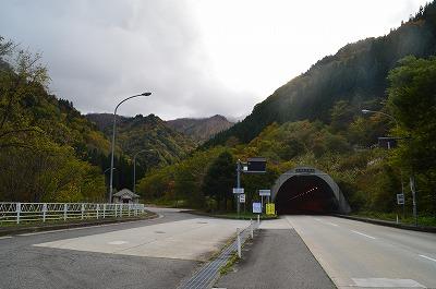 トンネルと旧道