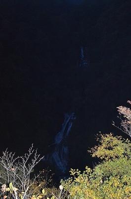 暗くなってきた滝
