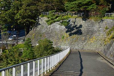 ここで一番石垣が緩やかな所