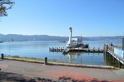 諏訪湖と遊覧船