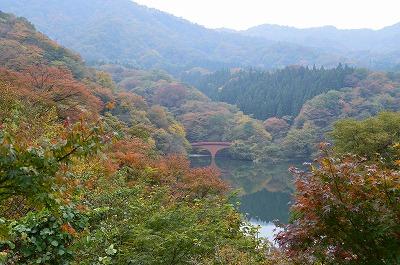 坂本ダムに架かる橋
