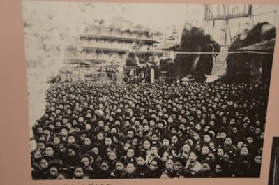 岡谷に35000人集まる女工さん
