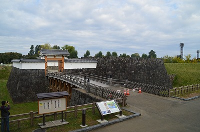 本丸一文字門石垣と大手橋