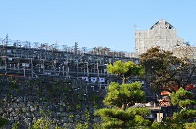 改修中の三重櫓石垣