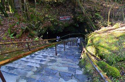 富岳風穴入口