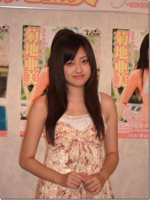 blog-imgs-56-origin.fc2.com_i_d_o_idolgazoufree_kikuchi_ami_a11