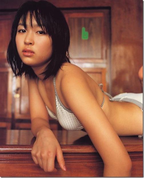 blog-imgs-56-origin.fc2.com_i_d_o_idolgazoufree_kurokawa_mei_a09