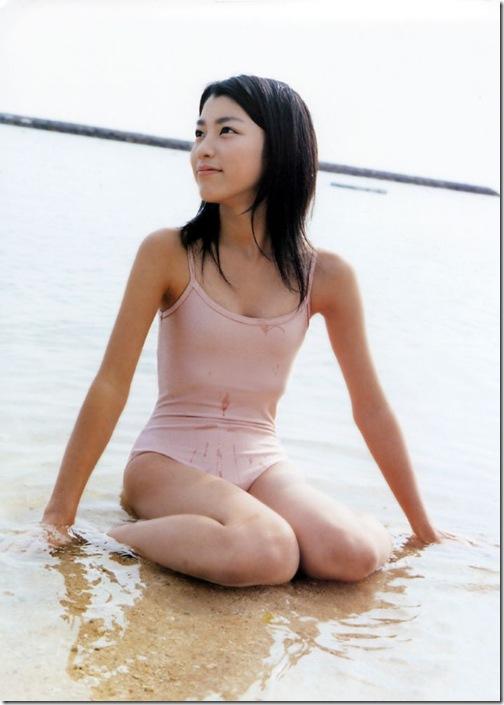 blog-imgs-56-origin.fc2.com_i_d_o_idolgazoufree_narumi_riko_b00