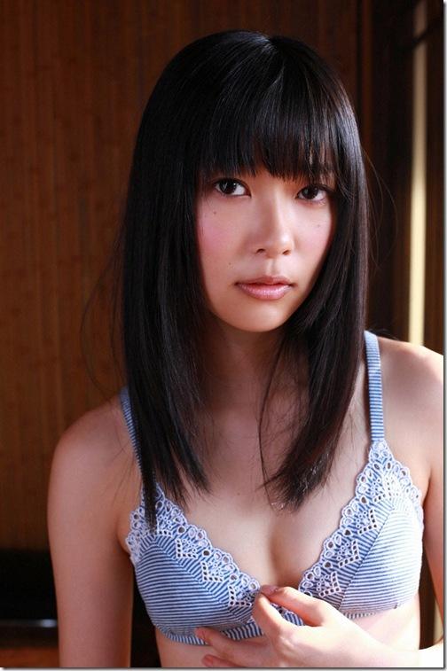 blog-imgs-56-origin.fc2.com_i_d_o_idolgazoufree_sashihara_rino_a06