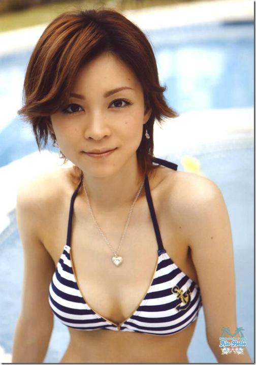 blog-imgs-56-origin.fc2.com_i_d_o_idolgazoufree_yoshizawa_hitomi_a14