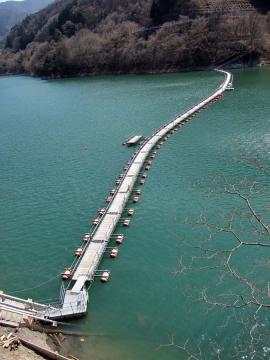 奥多摩湖ドラム缶橋