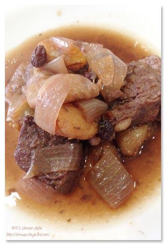 豚肉とドライフルーツの赤ワイン煮込み
