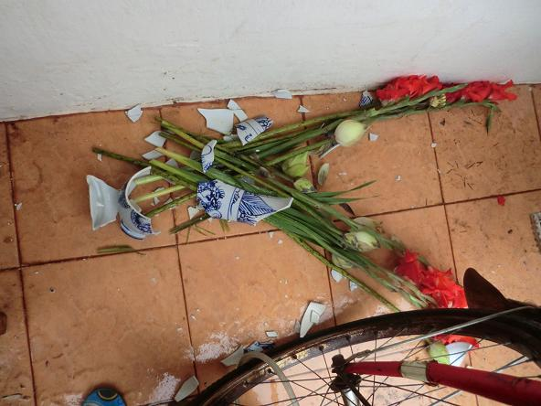 1 コピー ~ 砕けた花瓶