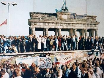Thefalloftheberlinwall1989[1]