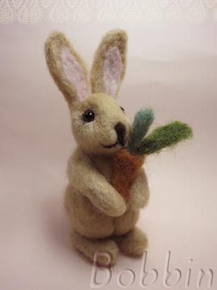 羊毛フェルトのウサギとにんじん