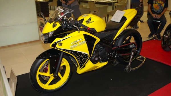 2011-honda-cbr250r-babyblade-250cc-36