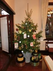 エリスマン邸:居間のクリスマスツリー