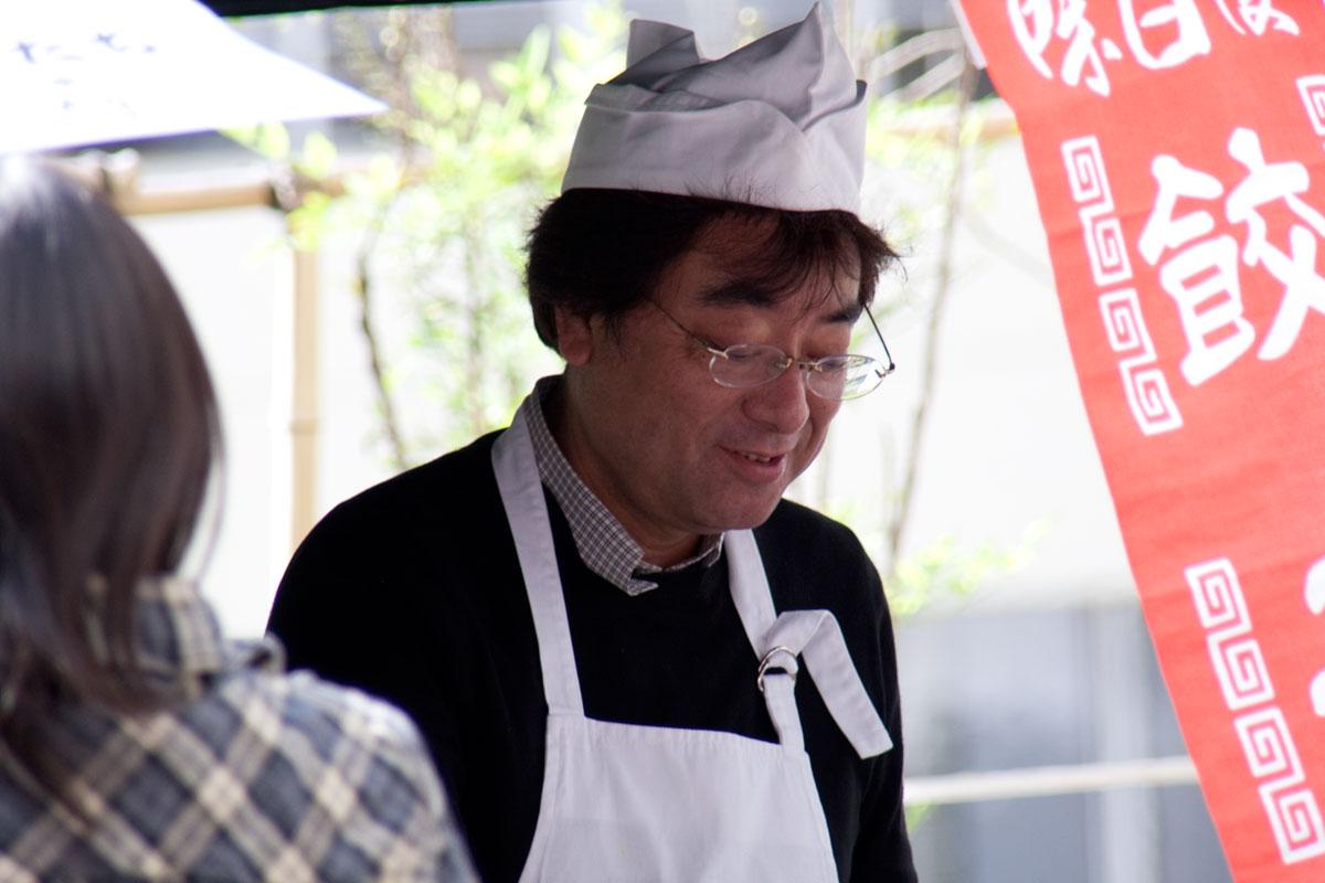 文化学院 秋の集い2010 模擬店(熊川 校長)