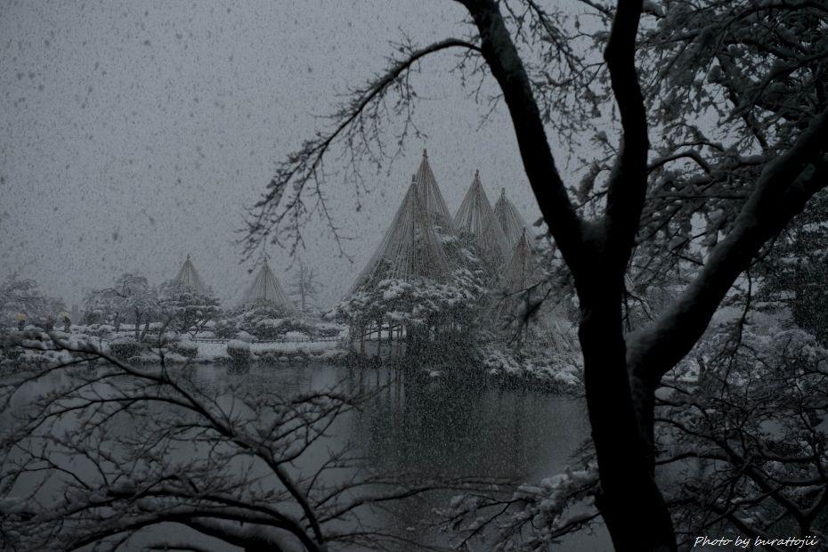 2014.12.06雪降る兼六園10