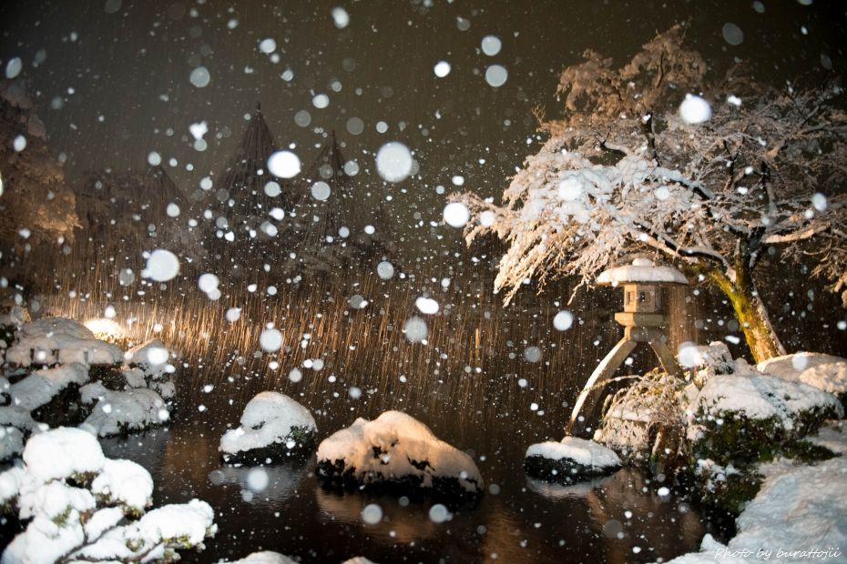 2014.12.06雪降る兼六園1