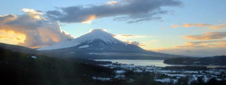 部屋からの富士山・夕方