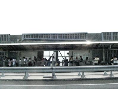 バス待ちの列