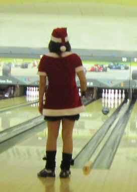 サンタさんがボウリング