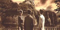 大坂城を見る三人