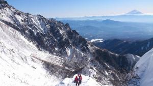 阿弥陀岳と富士山20140112