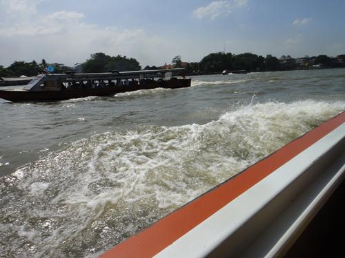 2014Chao_Phraya_Express_Boat-9.jpg