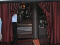 階段室にも本棚(^^ゞ