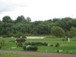 増水した石狩川と秋月橋河畔のパークゴルフ場