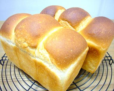 三つ山の山食のパン