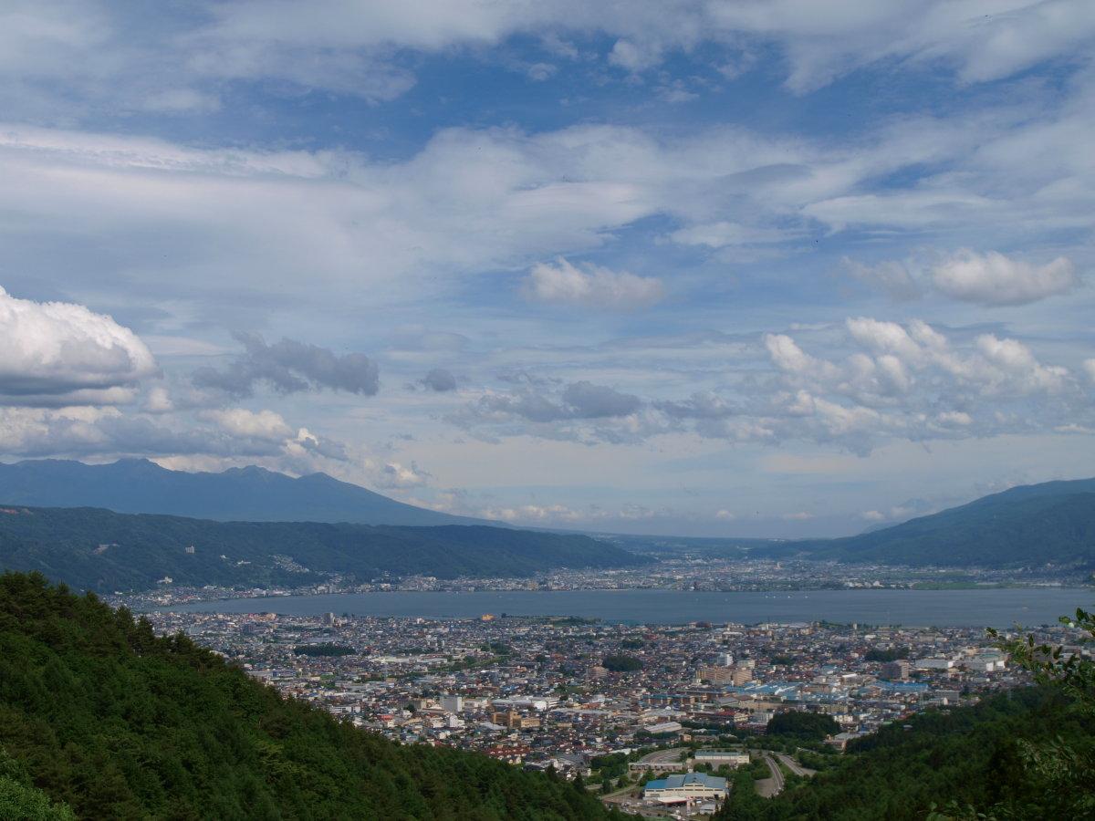 塩嶺峠より諏訪湖そして富士を望む