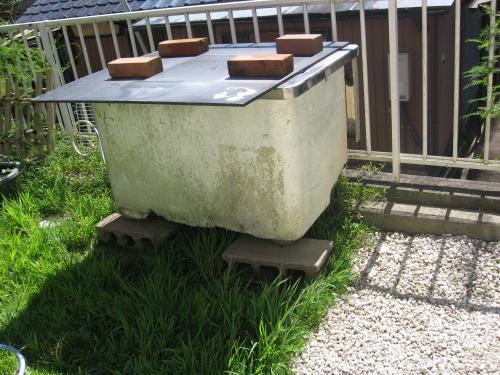 本日 設置した 貯め水用 フロオケ