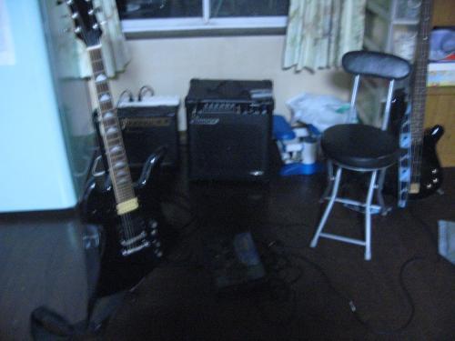 黒須愛用ギターと弟のベース