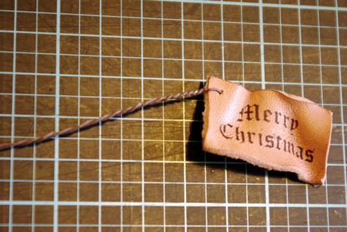 メリークリスマスの革タグ