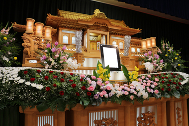 バラを使った花祭壇(4)